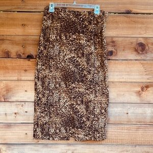 Briggs leopard print skirt with minor black slit